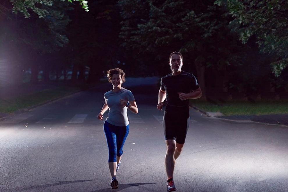 Вечірня пробіжка у парку
