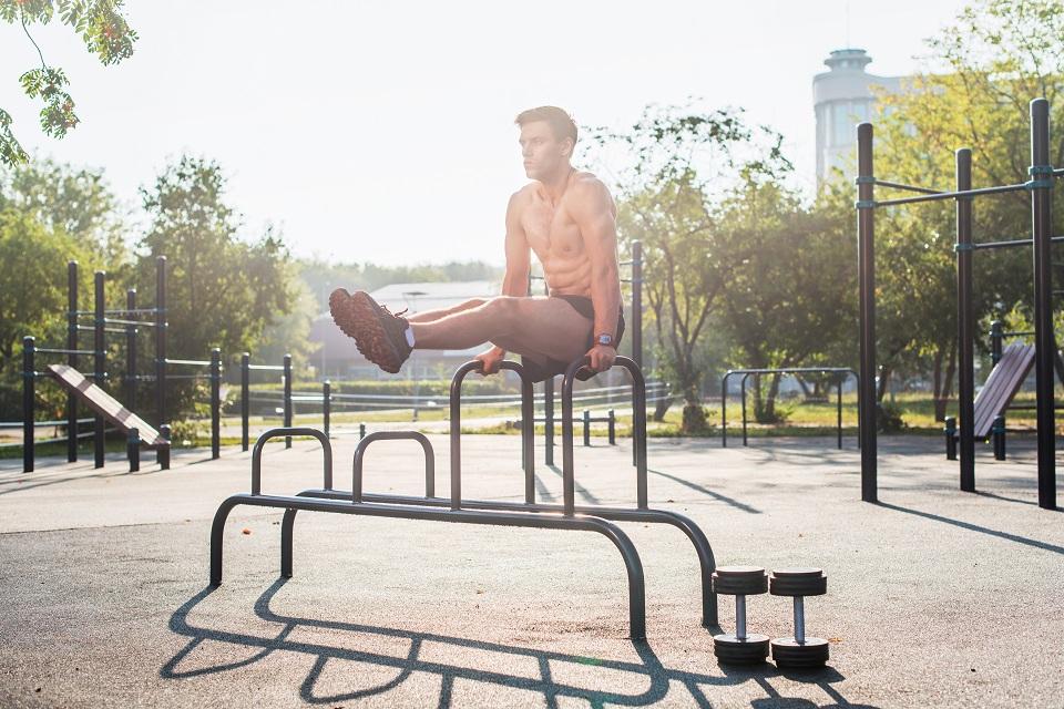 Позайматися спортом на вуличних тренажерах